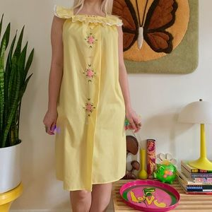 Vintage 70s embroidered lace nightgown Small